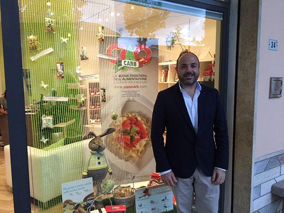 Carlos Abehsera en la tienda Nutriwell de Ciao Carb