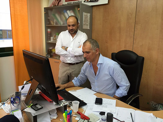 Atendiendo a las explicaciones sobre la composición de los productos de Primo Iezzi en su despacho de Ciao Carb