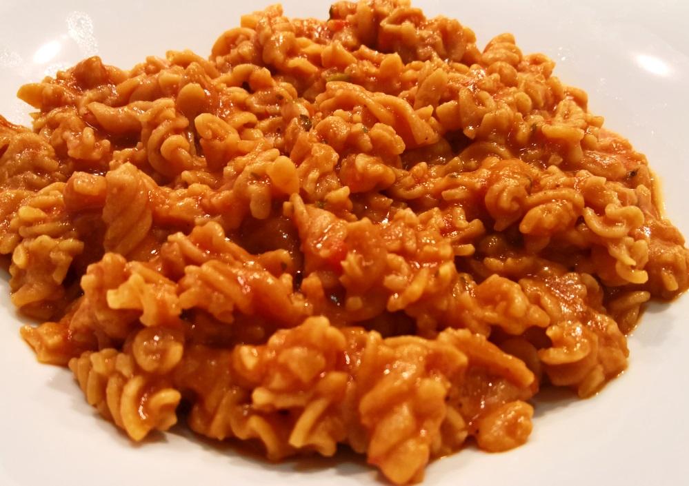 Pasta Proteica Fusilli CiaoCarb con salsa lowcarb