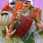 Sashimi variado de pescado crudo